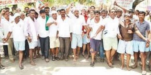 Karnataka farmers protest following falling Milk procurement prices.